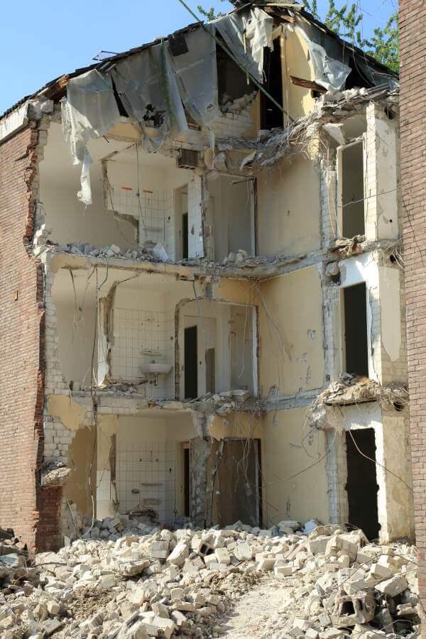 Démolition d'un bâtiment avec permis
