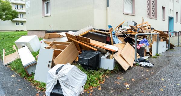 Débarrassage des encombrants : ce que dit la loi